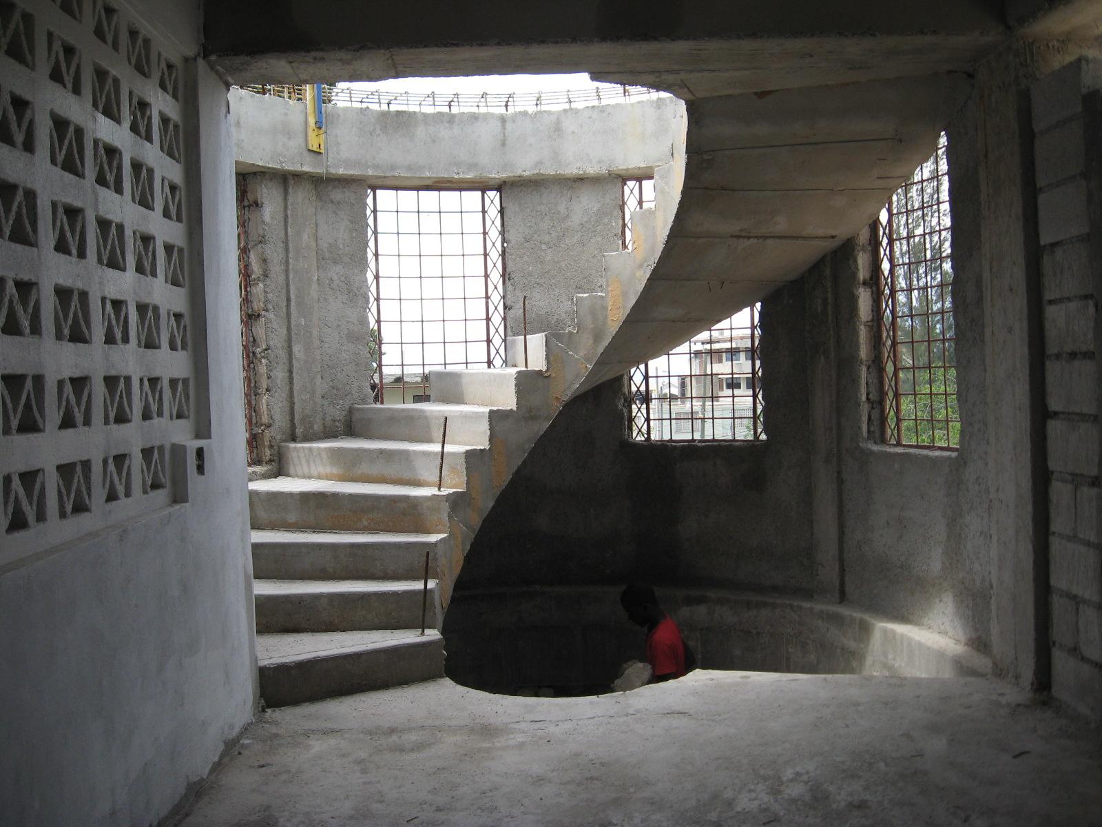 Escalier b ton sur trois tages pictures to pin on pinterest - Escalier colimacon beton ...