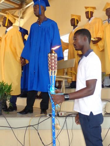Des m dailles d or pour les enfants minist re ha ti for Acheter une maison en haiti